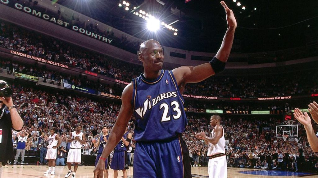 EFEMÉRIDES: Hoy, pero en 2003, en Filadelfia, Michael Jordan se retira del baloncesto.