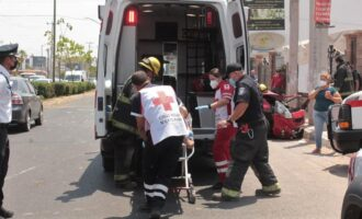 Tres heridos dejó un choque entre auto y camioneta en El Barrio