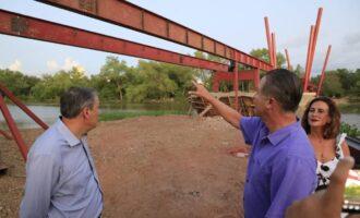 Quirino supervisa construcción de puente bimodal en parque Las Riberas